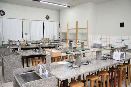Laboratório Laboratorio-de-quimica-10